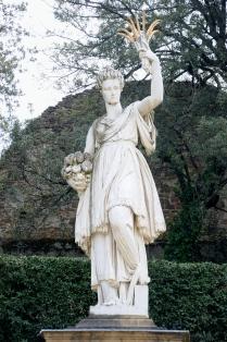 Outra estatua do jardim