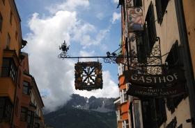 Letreiros em ferro fundido super tradicional na cidade