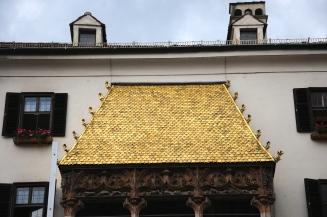2657 telhas douradas