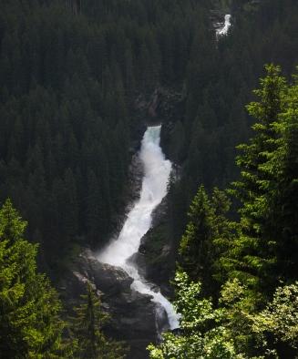 Foto da cachoeira vista da estrada