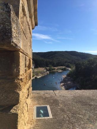 vista do rio de cima da Pont du Gard